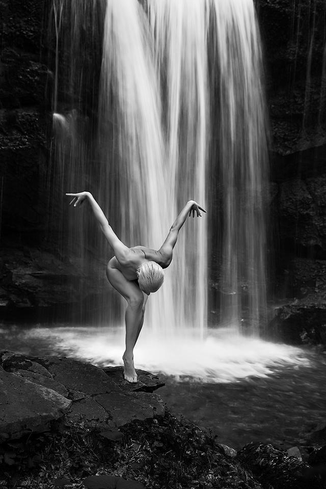 Female model took nude photo in singapore